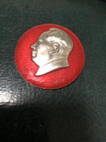 毛主席像章:毛主席的革命路线胜利万岁。1969年,哈工大的
