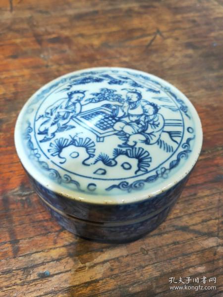 青花人物文房墨盒一件,完整,绘画精致漂亮,尺寸如图,文房使用佳品