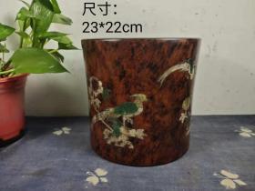 海南黄花梨花鸟图笔筒,螺钿镶嵌,图案精美,木纹清晰,磨损自然,品相一流。尺寸:23*22cm