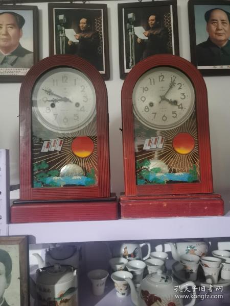 老座钟两个,全品无磕碰,包老,正常使用,正常打点!!360元一个。