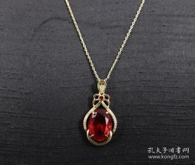 《红宝石嵌钻精制 高级项链 》制作精美  色彩艳丽  高贵大气  泰金链条 刻有925字样 尺寸3X1.7CM  1.2X1.6CM  链长43CM  重6克