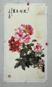 王绣,女,新牡丹画派创始人、中国美协会员、洛阳博物馆名誉馆长、洛阳美协主席、国家一级美术师,享受国务院特殊津贴。