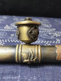 黄铜烟枪,厚重。皮壳老辣,磨损自然