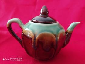 刻花酱釉茶壶