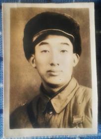 1953年志愿军47军141师某部首长陈泂照片