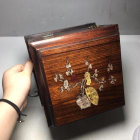 黄花梨箱子 尺寸:长21.3厘米,宽21.3厘米,高20厘米