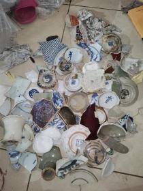 0726 江西昌江打捞元明清瓷片数以百计(所见全部),几斤重,荟萃景德镇唐宋元明清三代珍贵瓷片。是研究瓷片尤其是青花瓷的重要标本,不乏名贵珍品。