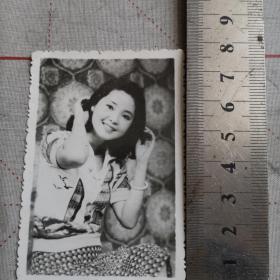 八十年代邓丽君黑白照片