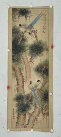 彦修王秀   尺寸  117/37  镜片 先生是晩清民国时期的工笔花鸟大家、擅长花鸟工笔与写意、他的作品灵动活泼 栩栩如生 充满神韵、画出的  羽毛 松枝 花蕊 动物的绒毛、刚柔并济 凝炼传神 显示了书画家的高超书画功底。
