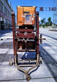 民国时期灯塔牌老照相机一台,工具齐全,品相完整,包老