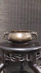 小号,清代传世老包浆,宣德年制款龙耳铜香炉,包浆熟美,内膛干净,重433克。