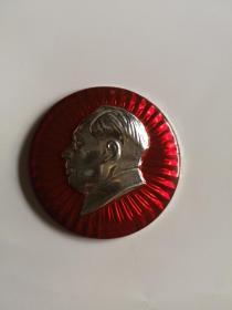 毛主席像章  背面毛主席万岁(倒数第九层)