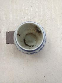 瓷器,景德镇生产,蓝青花,鸟食碗,鸟食罐,一只。瓷质细腻。保存完好!详情见图以及描述。  !