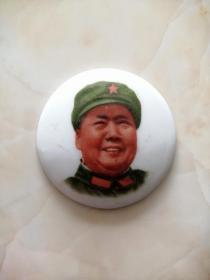 山西襄垣上丰瓷厂出品、非常少见-----【彩色毛主席陶瓷像章】-直径5厘米-----虒人荣誉珍藏