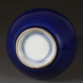 清官窑宝石蓝釉长颈瓶