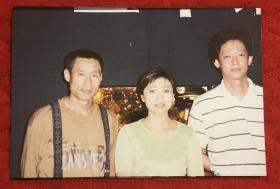 著名演员 王志文、刘佩奇、女歌手朱桦 合影老照片