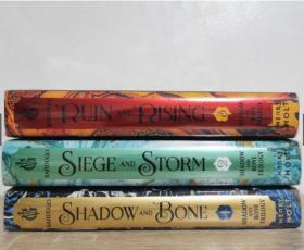 预售太阳的召唤三部曲美版精装The Shadow and Bone Trilogy Boxed Set : Shadow and Bone, Siege and Storm, Ruin and Ri