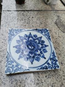 出水清三代巨厚花卉纹青花瓷砖。画工好,釉色鲜艳,长20余厘米厚3厘米。识者宝之。460元
