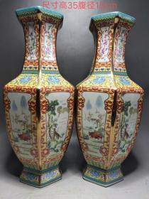 下乡偶遇珐琅彩描金手绘花瓶一对,品相如图,器型规整,色彩纯正,磨损自然,保存完好。