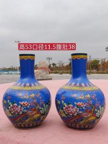 乾隆年制景泰蓝手绘喜上眉梢天球瓶一对,器型端正,画工精细,保存完好无缺,品相如图