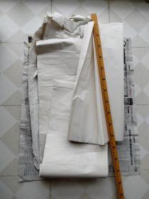 旧宣纸一堆处理价,几十年了,其中对开20张,三尺2张,其它没细数