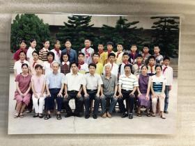 惠安小学生和老师留影照片1张  21102314