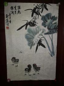 徐湛字澄华,1945年5月生于北京,毕业于首都师范大学,专攻写意花鸟画和书法,师从李苦禅、郭味蕖和欧阳中石,在中国写意花鸟画、书法、诗词及美学理论方面都有很深的造诣。他的书画作品题材丰富,形式多样,风格清新,雅俗共赏,不但笔墨厚重,丰润华滋,且充满诗情画意,格调高雅。其作品既有深厚的传统功力与写实功夫,又有独特的个人风格和生活基础,具有强烈的时代气息,为当今中国画坛广泛瞩目。保真