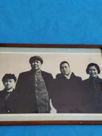 拆迁收来毛主席一家人的老照,完整无损,尺寸54/39厘米,特别稀少,保老保真