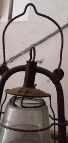 民国时期,进口马路蹄灯一对,玻璃罩上有火炬,两个一起出