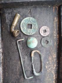 下乡收到几件铜器,本人不玩铜器,所以也不太懂。售后不退不换,买家看图片自定吧。