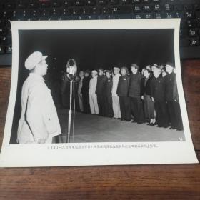 超大尺寸:1949年,周恩来在北京天安门广场人民英雄纪念碑奠基典礼上讲话,前排毛泽东 宋庆龄 朱德 贺龙 刘伯承 陈毅等