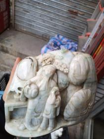 翡翠雕件一个,个头不算小。
