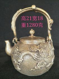 收到老铜壶一把,包浆浑厚,雕刻精美,品相完整,收藏使用均可