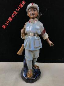 乡下收的文革雕塑陶瓷  革命小红军摆件1个,包浆厚重,磨损自然,保存完整,尺寸见图一