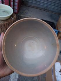 老碗,胎体结实釉面光泽度好,品相不错,乡下收的。永远保真。