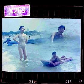 【老底片】美女泳装多重曝光照1,135彩色底片一张