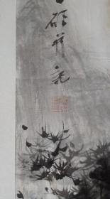 保真书画,桂林画院画家,杨硕《清江野趣》四尺整纸山水画一幅137×68cm。杨硕, 1979年5月出生于广西象州。2002年7月毕业于广西师范大学美术系,获文学学士学位;2015年于广西师范大学美术学院研究生毕业。现为桂林画院画家,桂林美协国画艺委会副秘书长,中国美术家协会会员,供职于桂林美术馆。十多次参加了中国美术家协会主办的全国级别的美术大展,并多次获奖。