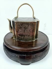 文房铜制山水人物提梁水滴一个,完好。尺寸如图。