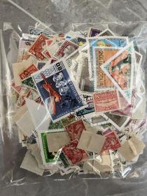 早期老邮票一包1800张左右 大小邮票都有 票多 便宜出 已经几分钱一枚