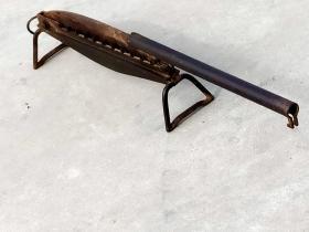 行军铡草用的小铡刀 体形小巧 方便携带 品相完整 能正常使用 尺寸长48cm宽12cm高17cm重3.9公斤