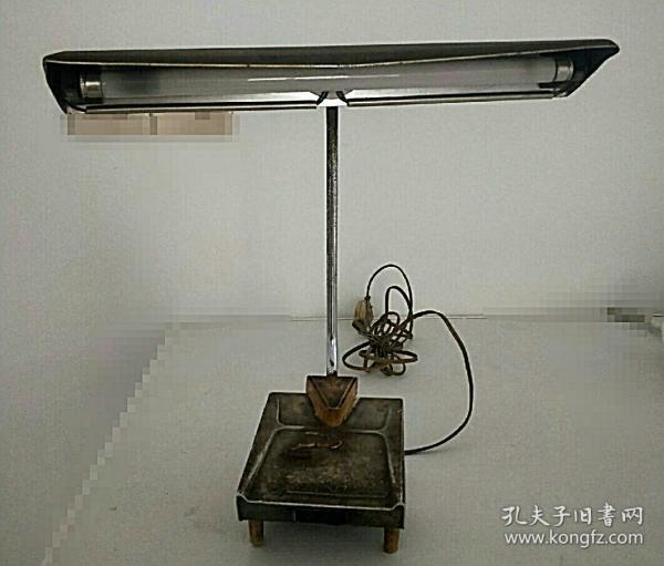 一架老式铁制台灯(功能完好)收藏一份记忆