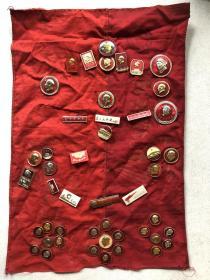 毛主席像章+各种小章合计47枚+机械兵团布(上面还有盖公章)(如单买,请私聊。)