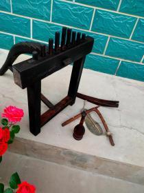 民俗老物件:编草鞋的老工具一套,全品包老原装原套,工具齐全!