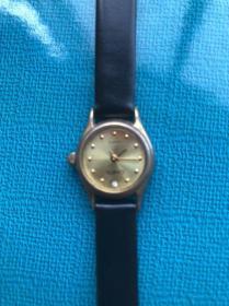 老物件收藏:坤式电子手表一块,购买日期己无法准确确认。外观无磕碰损坏,七成新左右。适合爱好收藏的老铁们住足关注。赞售90元。请非诚勿扰。