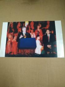 1998年美国总统克林顿访问中国   西安永宁门演讲   西安市市长冯煦初陪同    照片一张