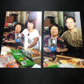 翻译家、萧乾的夫人文洁若  合影照片一组两张