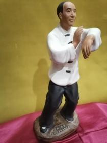 佛山石湾陶瓷艺术雕塑---《叶问.咏春 叶问纪念馆落成纪念》咏春拳宗师 叶问塑像   保存完好 (高28厘米)