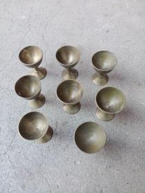小铜杯子8个,个头不大,标的是一个的价格,切记:标的是一个的价格。