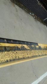 长约6米多的大照片【全国统一战线工作会议】一九五八年七月于北京  全国各行各业代表合影,照片清晰,毛 主 席和邓 爷 爷黄色是反光,图片发布了才发现像水沁,其实不是水沁,也不粘连,完整不破损没准里面有您的爷爷奶奶,叔叔阿姨,或者您的战友,叔叔伯伯的战友,左侧上数第三排左侧有几人是河北石家庄市代表水利系统参加【全国统一战线工作会议】一九五八年七月于北京 各行各业的精英, 您收藏查阅老院子饭店家装摆设
