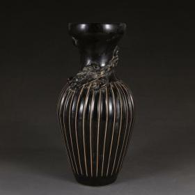 磁州窑黑釉瓜棱龙纹瓶